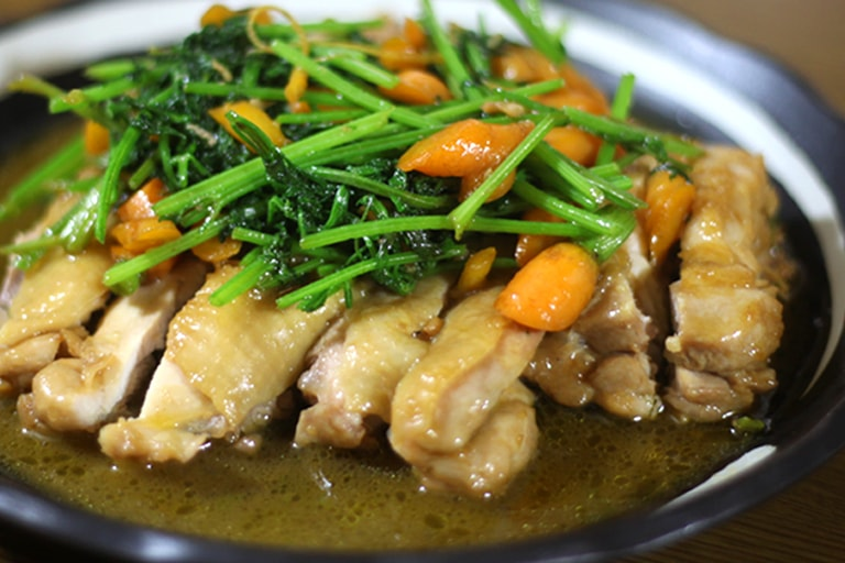 甘辛ダレでご飯がすすむ!鶏肉と葉人参の濃厚ソース絶品レシピ